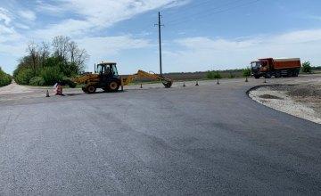 В этом году на дороге Просяная-Великомихайловка уложили уже 12 км нового асфальта