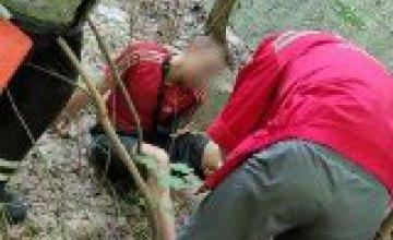 В Днепре спасатели вытащили мужчину, упавшего со склона (ФОТО)