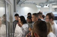 Компания Bauer`s Implants провела экскурсию по предприятию для воспитанников реабилитационного центра (ФОТО)