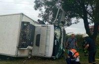 В Днепре перевернулся грузовик: водитель погиб