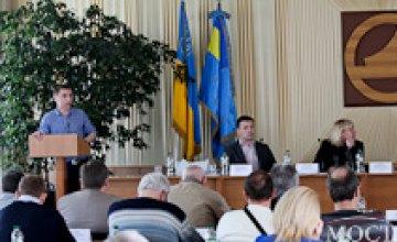 На базе Павлоградского химзавода руководство Днепропетровской торгово-промышленной палаты обсудило с промышленниками внедрение «