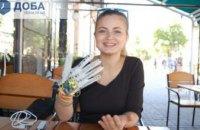 Украинская студентка изобрела перчатку, которая считывает язык жестов (ФОТО)