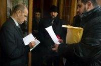 В знак протеста волонтёры из Мариуполя вернули свои ордена Президенту