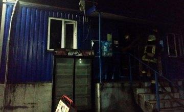 На Днепропетровщине спасатели ликвидировали пожар в киоске