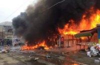 В Днепре киоск с шаурмой стал причиной масштабного пожара в центральной части города (ФОТО)