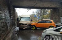В Днепре девушка на джипе протаранила пассажирскую маршрутку: есть пострадавшие