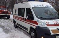 На Днепропетровщине скорая помощь застряла в сугробе (ФОТО)