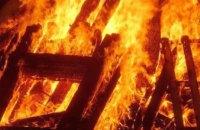 В Никополе в пылающей груде мусора обнаружили обгоревшее тело