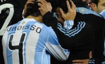 Аргентина уверенно обыграла Мексику и вышла в 1/4 финала ЧМ-2010