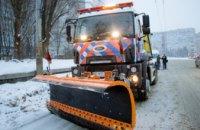 Дороги без ледяной корки: в  Днепре новая машина обрабатывает пути рассолом
