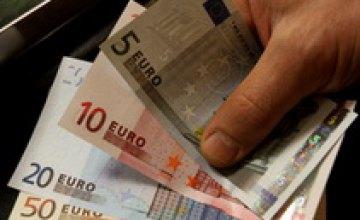 Евро продолжило рост на межбанке