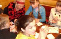 Днепропетровский «Фронт Змін» устроил для школьников мастер-класс по росписи писанок в Петриковке