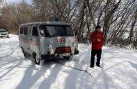 В Софийском районе спасатели вытащили из сугробов скорую помощь