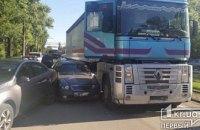 В Кривом Роге произошло тройное ДТП с грузовиком