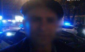 Мужчине, который «заминировал» ТЦ в центре Днепра, патрульные вызвали психиатрическую помощь (ФОТО)