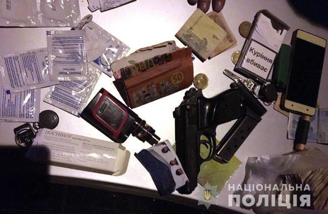 На Днепропетровщине задержали 14 человек с наркотиками и оружием