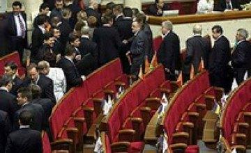 Фракция БЮТ заблокировала трибуну Верховной Рады