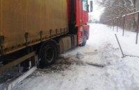 Под Днепром водитель RENAULT Magnum съехал в кювет и застрял в снежном сугробе