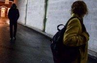 В Кривом Роге напали на девушку и ограбили ее на 33 тыс. грн