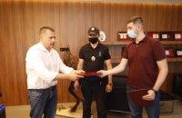 Борис Филатов наградил полицейского и инспекторов благоустройства, которые задержали обидчика женщины на Европейской площади