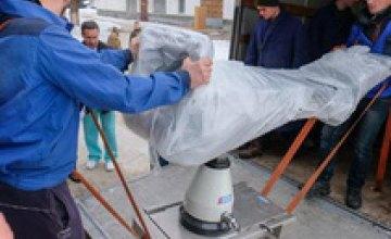 Военный госпиталь Днепра получил медицинское оборудование из Франции