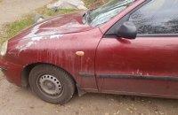  Под Днепром неизвестные облили автомобиль кислотой (ФОТО)