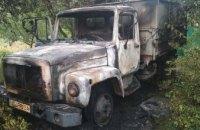 В Синельниковском районе во дворе частного дома загорелся грузовик (ФОТО)