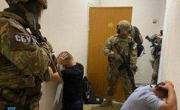 Вымогали ежемесячную «дань» и терроризировали жителей нескольких регионов: в Днепре задержали членов преступной группировки