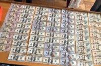 Проник в окно и взломал сейф: в Марганце 40-летний мужчина украл около 5 тыс. долларов и золото