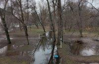 Лужа вместо железной дороги: в днепровском парке Глобы потоп (ФОТОРЕПОРТАЖ)