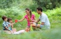 Днепрянам рассказали, как не поймать клеща во время пикника