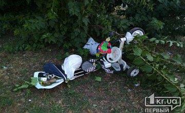 На Днепропетровщине легковушка сбила коляску с 10-месячным малышом