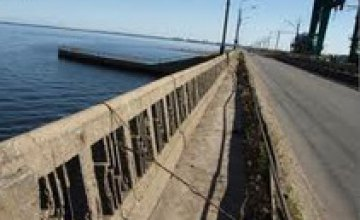 В Днепродзержинске запретили движение по аварийному мосту, ведущему к плотине ГЭС