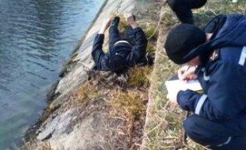 На Днепропетровщине из оросительного канала достали тело мужчины
