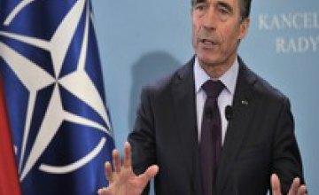 НАТО прекращает сотрудничество с Россией во всех областях