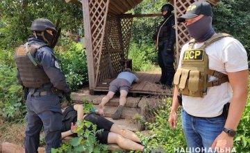 Требовали 160 тыс. долларов: в Кривом Роге полицеский и депутат вымогали несуществующие долги