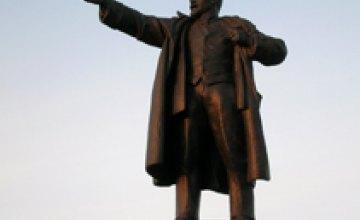 В Одесской области вандалы вырвали «с корнем» памятник Ленину