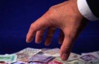 В Днепропетровске руководитель банка получила почти полмиллиона долларов вместо клиентов
