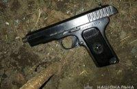 В Днепре пьяный мужчина угрожал прохожим пистолетом