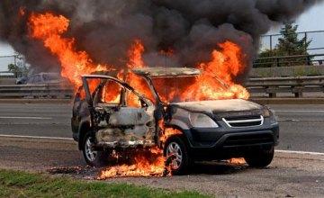 В Днепре сожгли угнанный джип