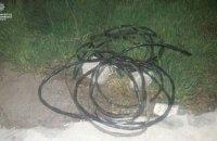 В Днепре группа местных жителей пыталась вырезать кабель и взломать киоск