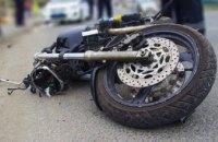 Не справился с управлением и влетел в бордюр: в Павлограде разыскивают свидетелей смертельного ДТП с мотоциклистом