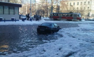 В Красногвардейском районе прорвало водопроводную трубу