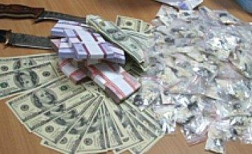 Двух наркоторговцев в Днепропетровске посадили в тюрьму на 10 лет