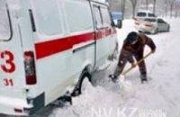 Днепродзержинские спасатели вытащили «скорую» из снежного заноса