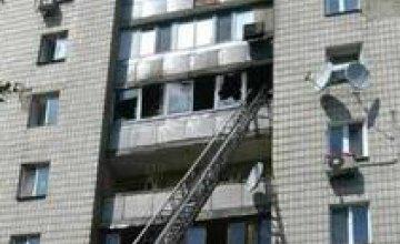 В центре Киева горит квартира: мужчина выбросился с балкона