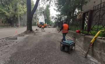 Комфортний простір для пішоходів: у Дніпрі продовжують ремонт тротуарів