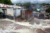 В результате наводнений в Индии и Непале пострадали почти 2 млн человек