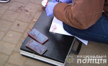 Подходили вплотную к посетителям и похищали телефоны: в торговом заведении Днепра задержали двух воровок