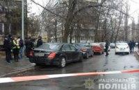 В Киеве неизвестный застрелил мужчину прямо в автомобиле (ВИДЕО)